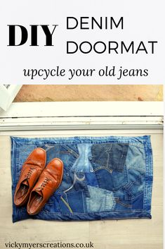 Learn how to make a DIY denim doormat from old clothes, this tutorial shows you how to reurpose your old denim jeans into a funky doormat Jean Crafts, Denim Crafts, Upcycled Crafts, Old Clothes, Sewing Clothes, Old Jeans, Denim Jeans, Denim Curtains, Jeans Refashion