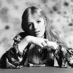 Marianne Faithfull by Michael Cooper 1967 Vintage Glamour, Vintage Beauty, Marianne Faithfull, Swinging London, Famous Girls, Cute Beauty, Female Singers, Timeless Beauty, Famous Faces