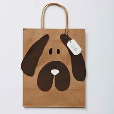 These DIY Doggie Bags are the perfect send-off from a Puppy Party! Pet Gifts, Dog Lover Gifts, Goodie Bags For Kids, Goody Bags, Favor Bags, Diy Gift Bags Paper, Paper Bag Design, Felt Crafts Patterns, Dog Bag