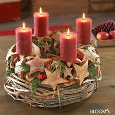 Advent wreath with stars made from coconut paring /// Reben-Adventskranz mit Kokosschalensternen Christmas In England, Nordic Christmas, Christmas Makes, Modern Christmas, Winter Christmas, Christmas Time, Christmas Advent Wreath, Christmas Candles, Christmas Crafts