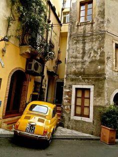 Yellow Fiat 500 #classiccars #fiat #fiat500