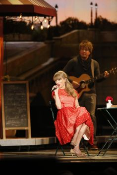 "Taylor Swift sings ""Begin Again"" on the CMA stage!"