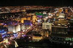 """Un oasis en el desierto... """"National Geographic: Hermosa la Ciudad de Las Vegas de noche. """""""