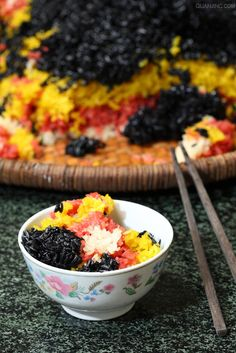 The five-colored sticky rice of Zhuang ethnic group, a special popular snack usually made in Qingming festival and the Zhuang's Singing Festival.