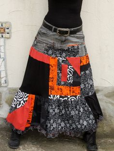 M-L Crazy pop art recycled long jeans skirt by jamfashion on Etsy M-L – Crazy Pop Art – Recycling-Jeansrock von jamfashion bei Etsy Denim Fashion, Boho Fashion, Crazy Fashion, T-shirt Und Jeans, Refashioning, Jeans Rock, Altering Clothes, Diy Clothing, Denim Skirt
