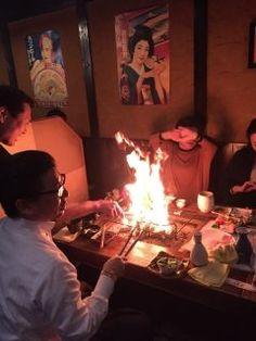 警固の田舎屋にて囲炉裏焼き せせり焼き名人の金井龍男さんに美味しく焼いていただきました() でも燃えすぎやろ() tags[福岡県]