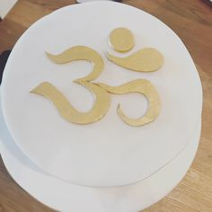 This awesome cake was presented to Sophie from Martin on her birthday. It's markings are the Om symbol, symbolising eternity, infinity and forever peace....