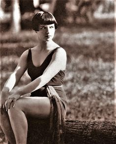 "Louise Brooks looking like ""WTF?"""
