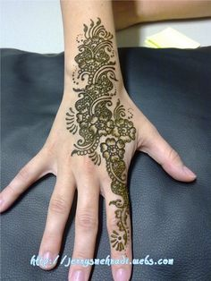 Flowers, paisley and swirlies! Love henna patterns