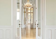 HeDee Feel like a princess and walk with us through Villa Raczynski's warm- and luxurious rooms