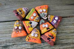 Brain Zombie Candy Corn Ornaments por mirandascritters en Etsy, $8.00