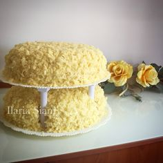 """Trionfo di mimosa 😋🌼 #instafood #ilas #ilassweetness #torta #tortaapiani #mimosa #compleanno #happyday #birthdaycake  Per info e richieste contattami qui  www.facebook.com/ilascake  e se ti va metti """"mi piace"""" alla mia pagina 👍🏻"""