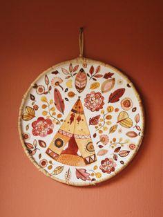 Cercle mural artisanal en aquarelle Small World, Jute, Watercolor Techniques, Artisanal, Decorative Plates, Creations, Etsy, Tableware, Crafts