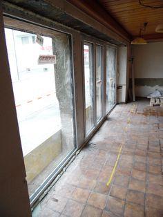20. Mai 2015 - Unglaublich, wie viel Licht mit der offenen Glasfront ins Restaurant scheint. Nun kann der Umbau im Restaurant starten.
