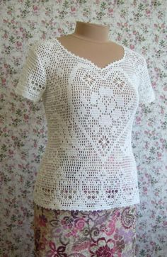 Filet crochet Top with heart pattern - charts at source Gilet Crochet, Crochet Shoes, Crochet Cardigan, Crochet Motif, Crochet Clothes, Crochet Stitches, Knit Crochet, Knitting Patterns, Crochet Patterns