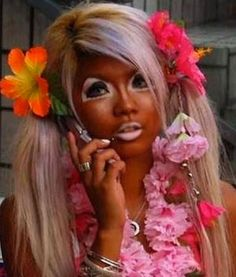A fake tan is an option when you live in colder climates and want a sun kissed look. And if the look is now getting old, then here is how to remove a fake tan. Bad Makeup Fails, Ganguro Girl, Lady Girl, Harajuku Girls, Harajuku Style, Fake Tan, Natural Tan, Natural Beauty, Carnival