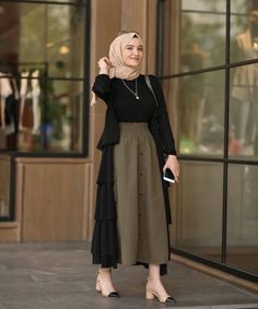 Combination Tricks Hijab Vintage For Women Modest Fashion Hijab, Modern Hijab Fashion, Street Hijab Fashion, Hijab Fashion Inspiration, Islamic Fashion, Muslim Fashion, Skirt Fashion, Fashion Outfits, Mode Turban