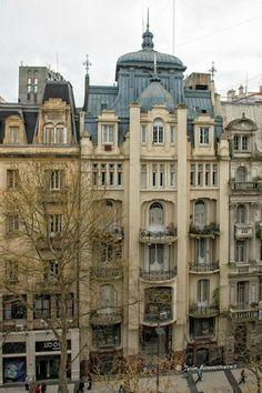 Avenida de Mayo, Buenos Aires, Argentina ✓