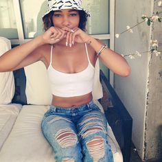 Swag Crop Top Ripped Jeans Bucket Hat Dope Streetwear by christie Dope Fashion, Fashion Killa, Urban Fashion, Womens Fashion, Fashion Top, Sexy Bikini, Swagg Girl, Dope Outfits, Fashion Outfits