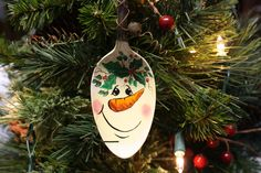 Items similar to Hand Painted Snowman Silver Spoon Christmas Ornament on Etsy. , via Etsy. Spoon Ornaments, Diy Christmas Ornaments, Christmas Art, Holiday Crafts, Christmas Ideas, Gift Crafts, Handmade Ornaments, Christmas Projects, Painted Spoons