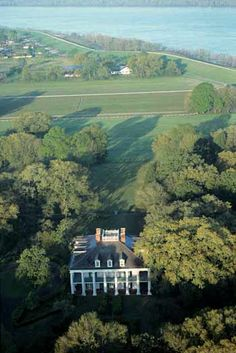 Oak Alley Plantation with the Mississippi River