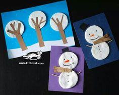 bomen en sneeuwpoppen maken van wattenschijfjes