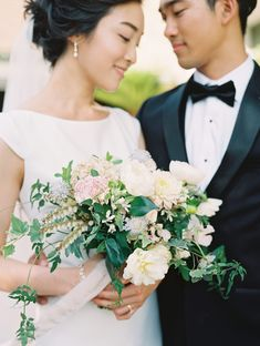 fresh wedding makeup Incorporating Different Cultures in a Meaningful Way on Your Wedding Day Mexican Bridal Showers, Backyard Bridal Showers, Fresh Wedding Makeup, Natural Wedding Makeup, Natural Makeup, Asian Bridal Makeup, Asian Makeup, Simple Bridal Shower, Bridal Poses