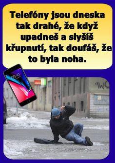 Telefony jsou dnes tak drahé, že když upadneš a slyšíš křupnutí, tak doufáš, že to byla noha.