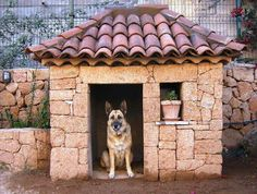 Absolutely love that the doghouse is made of the same stone as the wall.