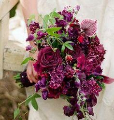 Burgundy Wedding Ideas #wedding #weddingideas #weddingcakes #red