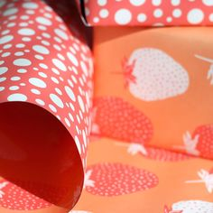 Double-Sided Sorbet Strawberry Gift Wrap.