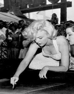 Marilyn and Jane Russell at Grauman's Chinese Theater to sign their names in cement, 26 June 1953.