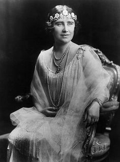 Queen Mother wearing the Strathmore Rose Tiara
