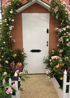Design ideas for your Rose Garden: Create an inspiring doorway by growing a climbing rose on a trellis over the door. Complement pale rose colours with natural planting and a white-painted fence. Fragrant Roses, Natural Garden, Climbing Roses, English Roses, Doorway, Trellis, Planting, Shrubs, Pink Roses