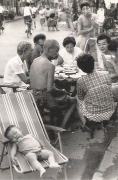Wang Gang-Feng. Summer in the city. Shanghai. 1987. The People's Republic of China.
