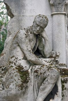 Tomb Sculpture 4, Pere Lachaise Cemetery, via Flickr.