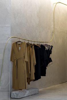Organic Brutalism: Haight Fashion Store in Rio de Janeiro, Brazil by MNMA Studio Boutique Interior, Design Boutique, Clothing Store Interior, Clothing Store Design, Clothing Racks, Wood Clothing, Fashion Store Design, Fashion Studio, Fashion Fashion