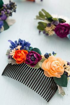 Save this step-by-step tutorial to make your own DIY floral hair comb.