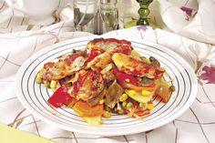 Un preparat aromat şi savuros, această mâncare de legume şi carne la cuptor va fi pe placul întregii familii – gustoasă, consistentă şi deosebită ca aspect.
