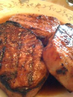 Simple recipe that doesn't need a lot of time to marinade. The pork chops turn out tender with a bit of sweetness from the brown sugar and apple juice. I grilled the meat, but it would work well on a skillet as well. Hope you like it. Brown Sugar Pork Chops, Glazed Pork Chops, Apple Pork Chops, Pork Loin, Loin Chops, Pork Roast, Baked Pork, Grilled Pork, Marinade Porc