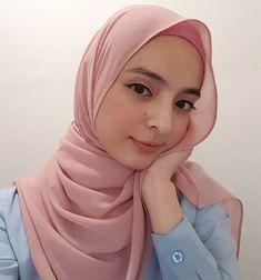 hijaber outfit #hijabcommunity Muslim Women Fashion, Womens Fashion, Hijab Tutorial, Hijab Chic, Beautiful Hijab, Pashmina Scarf, Hijab Outfit, Hijab Fashion, Asian Girl