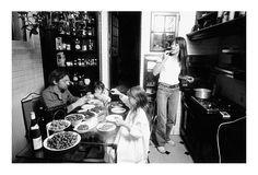 Serge Gainsbourg, Jane Birkin avec Charlotte et Kate, chez eux, Verneuil, Paris, Septembre 1976