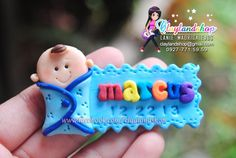 Cute Polymer Clay, Polymer Clay Projects, Diy Clay, Christening Giveaways Souvenirs, Baptismal Giveaways, Baby Shower Cupcakes, Baby Boy Shower, Birthday Souvenir, Clay Magnets