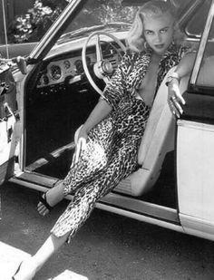 Jeanne Carmen was an American model, pin-up girl, trick-shot golfer, and B movie actress. Hot Rods, Vintage Beauty, Vintage Fashion, 1950s Fashion, Vintage Outfits, Natural Dark Hair, Spanish Woman, The Bikini, Bikini Beach