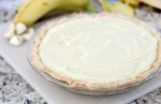 Homemade custard, fresh bananas and homemade whipped cream are layered to create this delicious old fashioned banana cream pie. Try making one, it's easier than you might think! Old Fashioned Banana Cream Pie Recipe, Homemade Banana Cream Pie, Banana Cream Pudding, Banana Pie, Homemade Whipped Cream, Pudding Desserts, Dessert Recipes, Pizza Recipes, Easy Puff Pastry Recipe