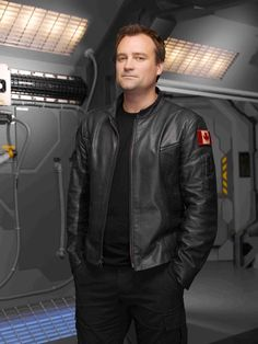 David Ian Hewlett (born April 18th 1968) is an English-Canadian actor best known for his Role as Dr. Meredith Rodney McKay on the Science fiction Television Series Stargate SG1, Stargate Atlantis and Stargate Universe, and his role as David Worth in Cube.