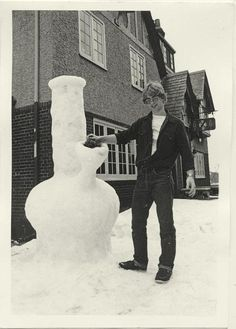 Infamous serial killer Jeffrey Dahmer standing next to his 'Snow Bong' Jeffrey Dahmer, True Crime, Kurt Cobain, Nirvana, Famous Serial Killers, Dark Side, Memes, Weird, Black And White