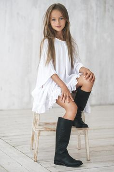 The most beautiful girl in the world - Kristina Pimenova - Women Daily Magazine. Cute dress would look good with leggings under. Fashion Kids, Little Girl Fashion, Outfits Niños, Kids Outfits, The Most Beautiful Girl, Beautiful Children, Kristina Pímenova, Modelos Fashion, Look Girl