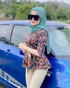 "afifie laila💯 di Instagram ""#Emas Bangkok Cop 9️⃣1️⃣6️⃣ #Harga serendah RM179 sahaja‼️ . #MACAM emas 916 kan...cantik bila pakai...YANG BESTNYE ada cop 916 & Harga Muroh…"" Hijab Jeans, Foto Instagram, Sexy Jeans, Girls Jeans, Muslim, My Girl, Lady, Bangkok, Beauty"