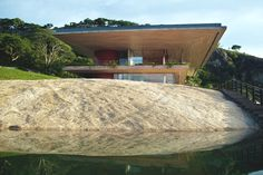 Gota Dam Residence: A House on a Rock / Sforza Seilern Architects